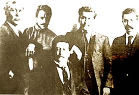Από αριστερά προς δεξιά, τα μέλη της Οργανωτικής Επιτροπής του Ελευθεριακού Μεξικανικού Κόμματος, το 1906: Anselmo L. Figueroa, Praxedis G. Guerrero, Ricardo Flores Magon, Enrique Flores Magon και Librado Rivera