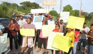 images_Caribbean_trinidad_residents_protest_327829218