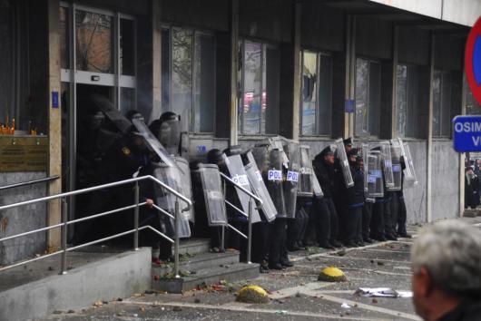 tuzla-bosnia-riot-police
