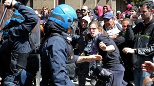 italy-rome-riots-people.si_
