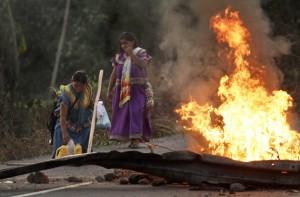 APTOPIX Panama Indian Blockade