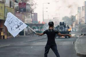 1409614241-antigovernment-clashes-near--sitra-island-police-station_5655436