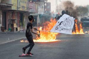 1409614244-antigovernment-clashes-near--sitra-island-police-station_5655440
