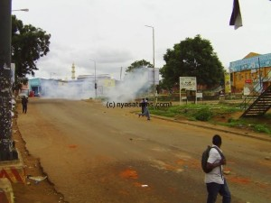 Police-teargas-in-Old-Town-Lilongwe-600x450