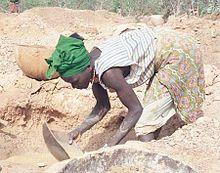 220px-Guinea_Siguiri_miner_woman