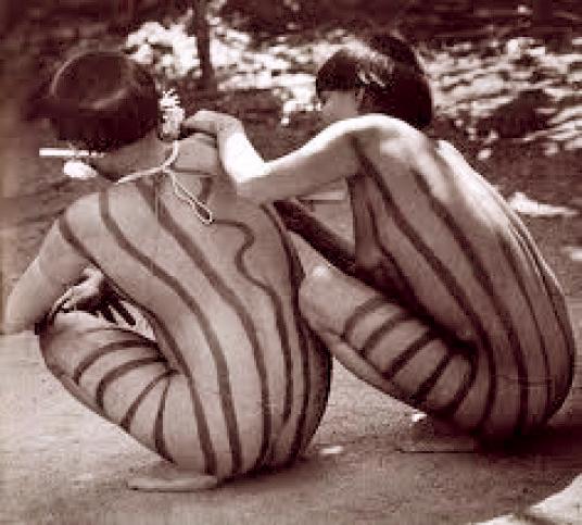 νεαρά γυμνά κορίτσια γυμνιστών